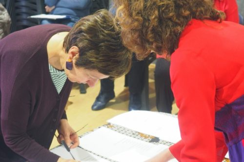 AnnaMaria Freschi, rappresentante nel Forum di DDM-Go, firma lo Statuto